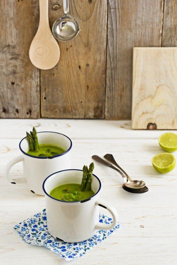 Zuppa di asparagi e piselli con blinis integrali - Asparagus soup with wholemeal flour blinis