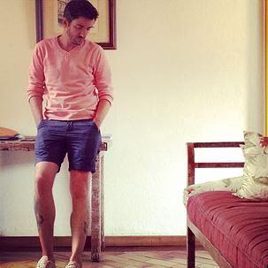 Short Curto (é assim mesmo que se fala, não existe um nome próprio para este tipo de Short) para homens ainda são um tabu, mesmo por quem gosta de moda a insegurança bate na hora de vestir um look que esteja com sua barra acima do joelho. Eu particularmente gosto e não tenho esse medo.  Saiba mais sobre essa peça do guarda-roupa masculino tão polemica e comentada.  #fashion #blogger #style #outfit #winterstyle #stylish #fashionblogger #fashionformen #fashionmen #modamasculina