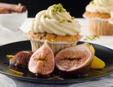 Schoko-Zimt-Cupcakes mit Glühwein-Feigen