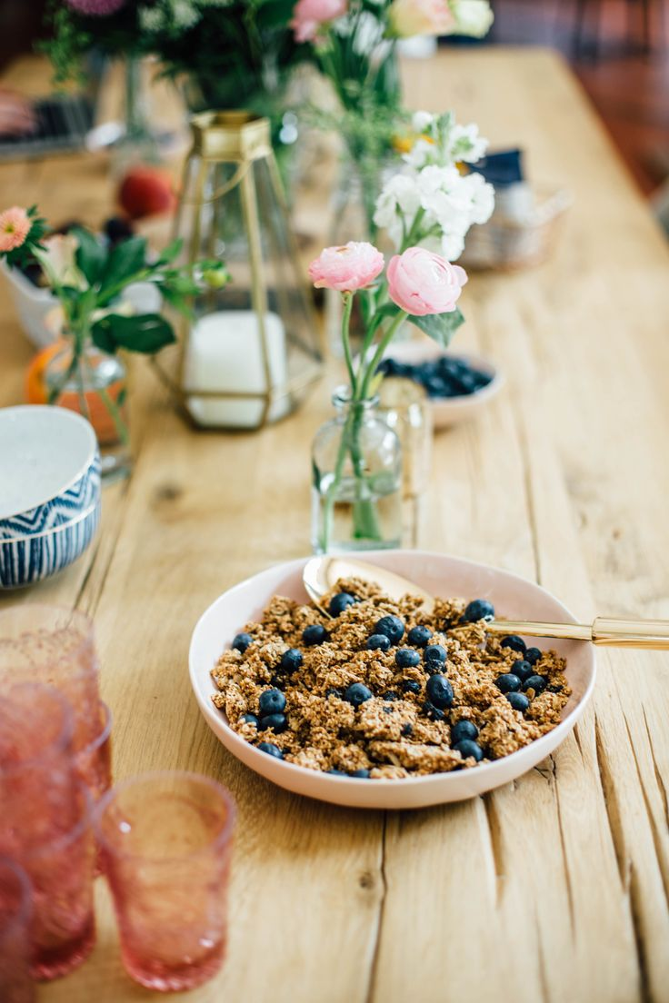 An inside look at a recent photo shoot and food styling session with the organic granola brand: Purely Elizabeth