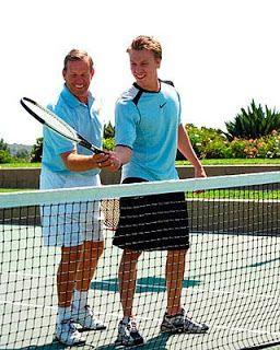 Quieres saber como jugar tenis? Ya no te preocupes más, descubre algunos secretos para jugar tenis para principiantes! CLICK AQUI: www.comojugartennisfacilmente.blogspot.com/2011/03/como-jugar-tenis-jugar-tenis-para.html