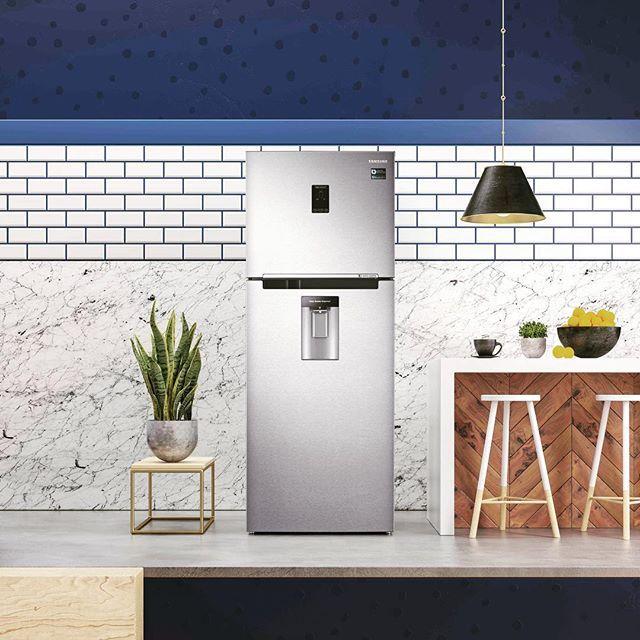 La tecnología del futuro tiene una frescura que enamora! Ya conocés las nuevas heladeras @samsungarg Twin Cooling Plus? Dos corazones y un diseño muy seductor es lo que más necesitás en la cocina.  El sistema permite que no se mezclen los olores entre el freezer y la heladera. Conseguila en @garbarinoarg y conservá tus alimentos por mucho más tiempo!  #TwinCooling #Samsung #Garbarino #Heladera #Minimar #FrescuraQueEnamora