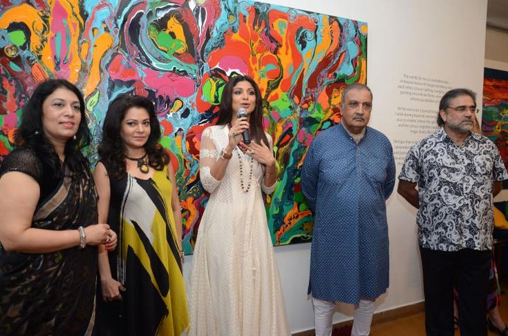 Shilpa Shetty graces Anu Malhotra's debut art show | PINKVILLA