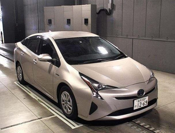Toyota Prius S For Sale In Pakistan Mileage 44 000 Km Year 2016