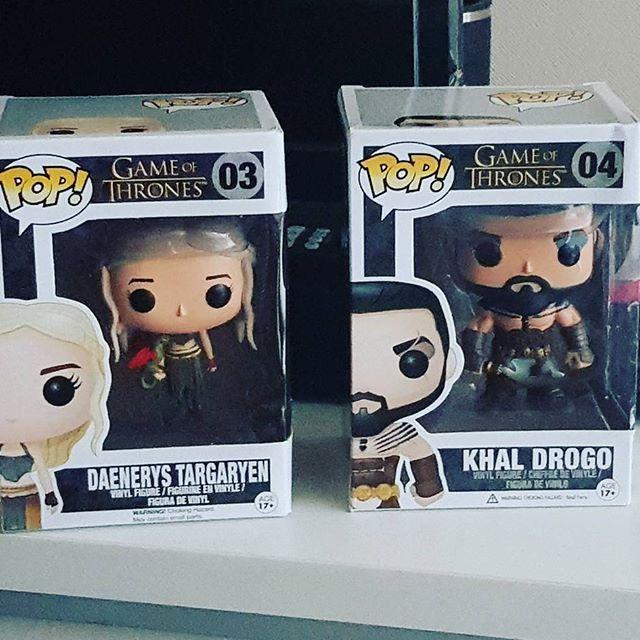 Los había comprado hace un tiempo para un regalo pero finalmente me los quedé yo  #gameofthrones #got #funko #funkopop #khaldrogo #khaleesi #daenerystargaryen #geek #fan #season7 #winteriscoming
