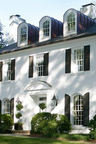 fehér színű ház
