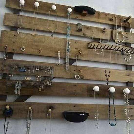 les 25 meilleures id es de la cat gorie porte bijoux palette sur pinterest porte collier. Black Bedroom Furniture Sets. Home Design Ideas