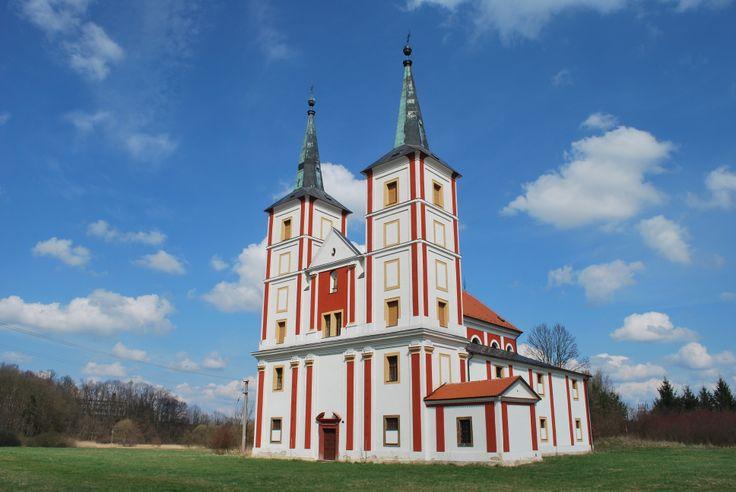 Pro svůj třídílný televizní seriál s názvem Ďáblova lest (2008) využil režisér Jiří Strach mimo jiné i klášter v Podlažicích u Chrasti.