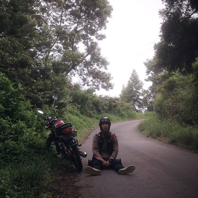 ALPINUM VOL.II FIELD TEST JOURNAL (8)  Previously we have tell you our field testing journal for our Alpinum vol II Rucksack, there are some friends from documentation division accompanied by @ridhoaryo and there are some who drive the cycle. Just sharing, both of them not driving his own bike, there are some close friends who voluntary lend his bike to us. #  Edo and ivan's trip for several hours head to Ranu Pani passed with some jam in Lawang, and suddenly there is a man who offer to…