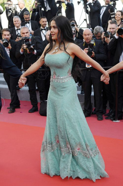 e5cb7ebbd5c Salma Hayek at Cannes Film Festival 2018 : Salma opted for form-fitting  Gucci piece in a relatively striking color with subtle embroidery.