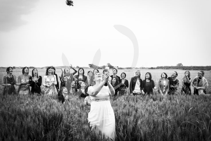 The bucolic throwing of the bouquet