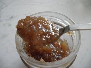 Marmellata di gelsi bianchi al profumo di limone Ingredienti: 2 kg di gelsi bianchi 1 kg di zucchero 2 limoni non trattati