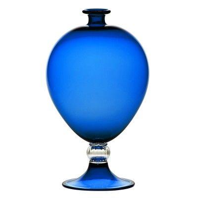 Bellissimo complemento d'arredo, il vaso Veronese è completamente lavorato a…