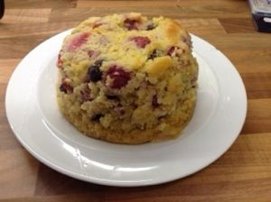 Raspberry and blueberry cake from the slow cooker