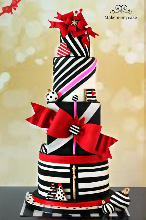 Christmas glamourous cake - Cake by Makememycake