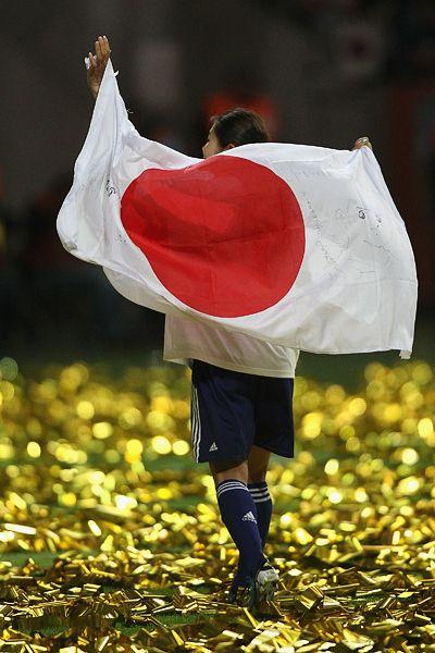 その者、青き衣を纏いて 金色の野に降り立つべし。 サッカー女子W杯2011決勝、日の丸を背負った澤穂希