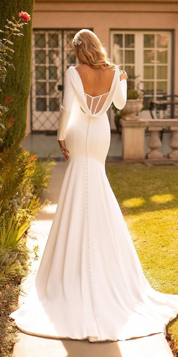 27 Silk Wedding Dresses For Elegant And Refined Bride Wedding Dresses Guide In 2020 Form Fitting Wedding Dress Silk Wedding Dress Fitted Wedding Dress