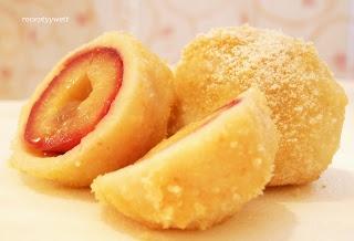 ovocne knedliky v tvarohovem teste - Slovak cream cheese dumplings with fruit filling