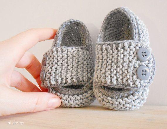 Patucos para Bebé Tejidos a Mano con Algodón 100% en Color Gris - Escolares