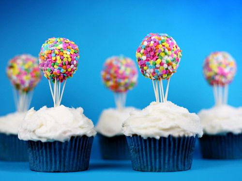 hot air balloon cupcakes made w/ toothpicks & cake pops! great idea!