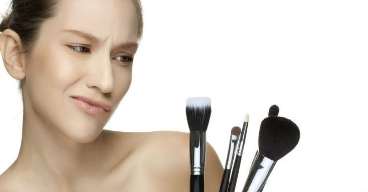 Saiba como limpar os pincéis de maquiagem de forma correta em casa