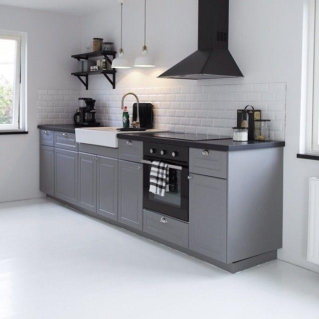 Bodbyn kitchen ikea grey är ett utav typerna som ligger i listan. Jag gillar stilrent medans mannen lutar mer åt den klassiska looken så då går vi kompromissa och få fram ett mellanting :)