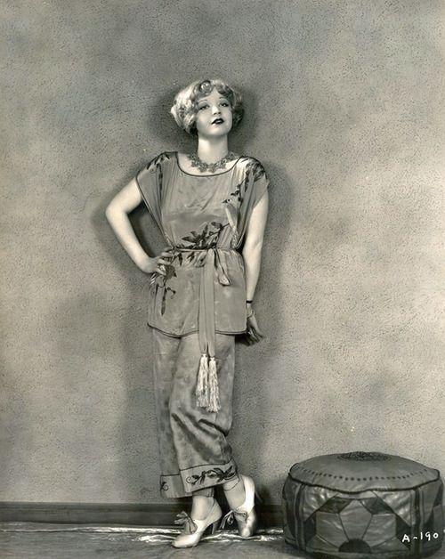 Alice White modelling lounging pajamas, 1920s.