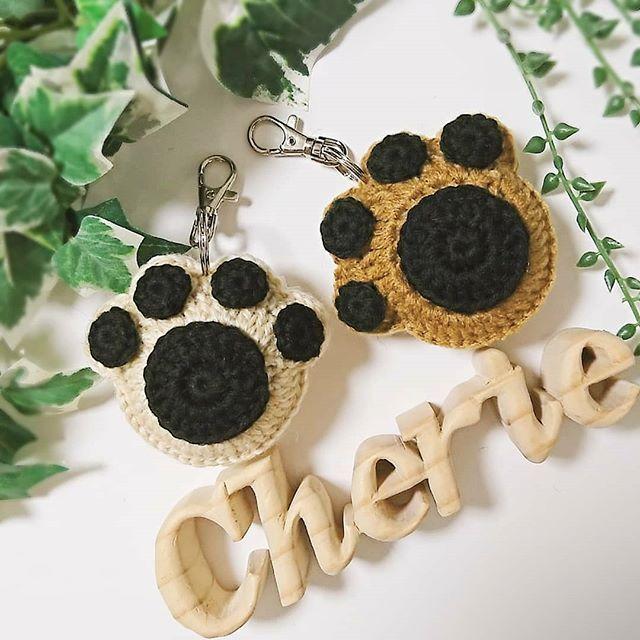 . 【 オーダー品 】 ぷっくり肉球キーホルダー🐾💗 . 愛犬家様から2つオーダー頂きました🐶🐾 . ➳キャメル ➳mixベージュ . ぷっくり肉球キーホルダーは厚みが約4cm程あり ぷっくりコロンコロンなんですよん😘🐾 . 気に入ってもらえますように😊✨ . 🐾🐶🐾😸🐾🐰🐾🐼🐾🐷🐾🐻🐾🐯🐾🐵🐾 #shop__cherie#bag#zpagetti#crochet#knitting#handmade#dog#犬#猫#愛犬#愛犬家#肉球#にくきゅう#肉球キーホルダー#ハンドメイド#わんこバッグ#お散歩バッグ#肉球バッグ#かぎ編み#かぎ針編み#お譲り#オーダー#販売#トイプードル#ズパゲッティ#サムヤーン#レインボーヤーン#オリジナルヤーン#tシャツヤーン#毛糸