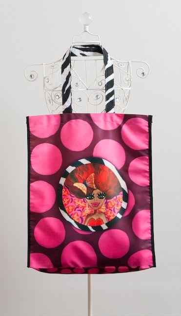 bolso viajero colorina puntos estampado con una obra de la artista visual Isa Soler