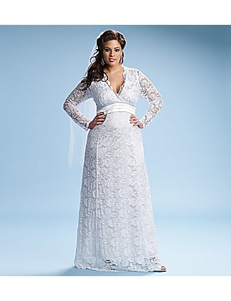 Love this plus size wedding gown. Looks both modern and old fashioned. In fact it reminds me of Kate Middleton but perhaps its the model...  #weddingdress #plussize