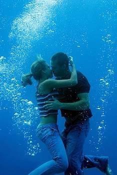 "Jessica Alba & Paul Walker en ""Into The Blue""___ mine n aarons crushes."