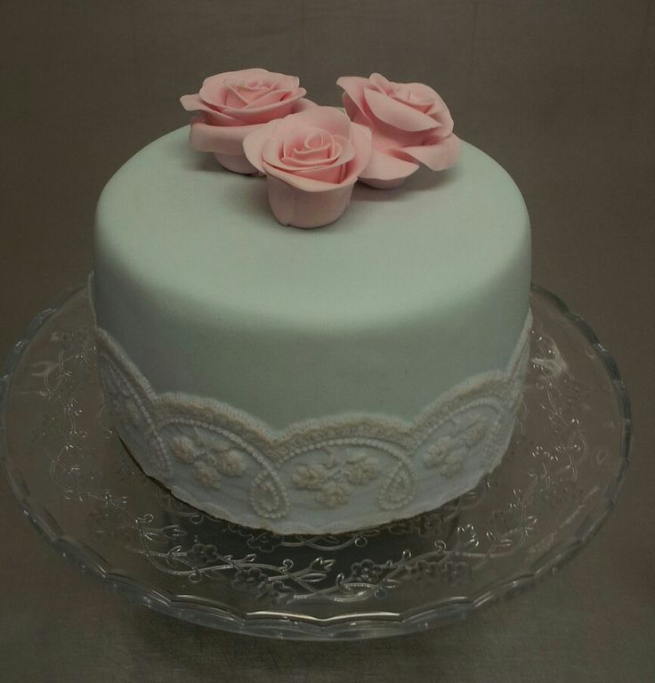 Roses and lace vintage style cake.