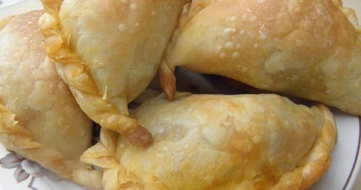 Fabulosa receta para Empanadas criollas con masa casera.. Nuestras empanadas argentinas que las comémos todo el año, pero no se puede perdonar sino no las hacémos en el Día de la Tradición y fechas patrias.