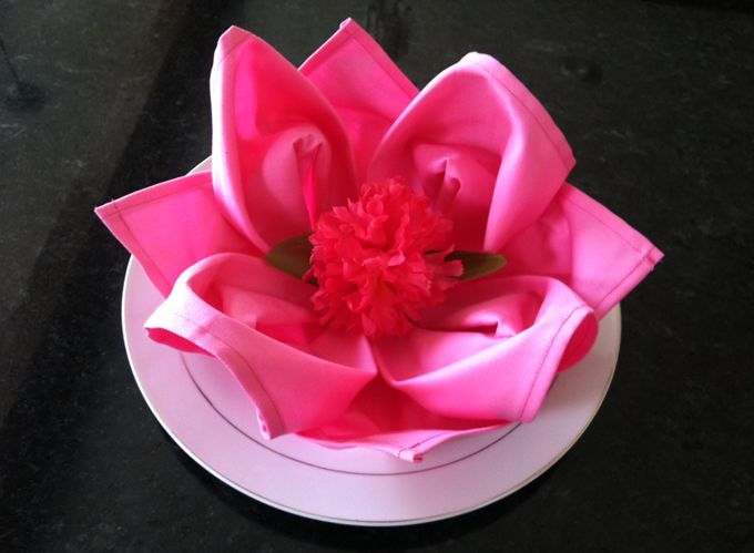How to fold a water lily napkin - videoFrench Cafe
