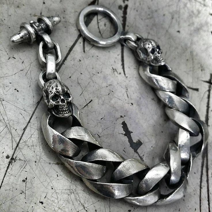 925 Sterling silver 727 heavy chain with human skulls bracelet. #skull #skullbracelet #sculpture #waxcarving #silversmith #silverbracelet #chain #bracelet #accessory #jewelry #metalwork #metal #skullart #gothic #goth #punk #rock #biker #tattoo #fashion #brand #handmade #petrichor #핸드메이드 #해골 #팔찌 #체인팔찌 #금속공예 #금속세공 #페트리커