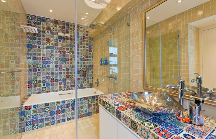 Playful wetroom featuring colorful tiles and a bathtub INSIDE the shower. Space-saving, easy cleaning and minimalistic look. Stunning! Find more bathtroom trends and inspiration via @BainUltra.