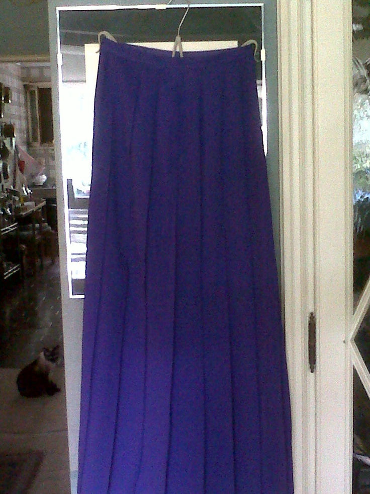 Gorgeous lilac pleated long skirt combined to its long and silky shawl