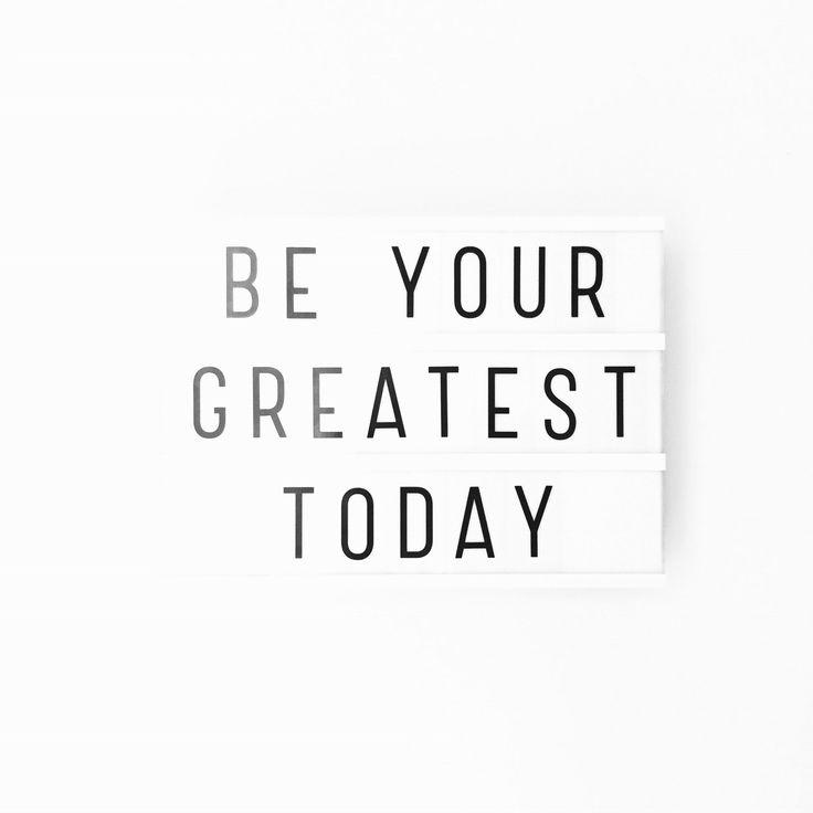 ☺️ Pfoe het is weer maandag! Een droevige week in het vooruitzicht, maar ik sta toch elke ochtend op en probeer elke dag mijn beste zelf te zijn . We can do this!  • #shs #studiohappystory #happystorycakes #cakes #taart #cakestudio #designercakes #creativecakes #girlboss #momo #motivationalmonday #motiverendemaandag #maandag #monday #motivation #lovelylittlelightbox #happyandsweet #glorioussweets #beyourgreatest #today #vandaag #jebestezelf #instaquote #quotes