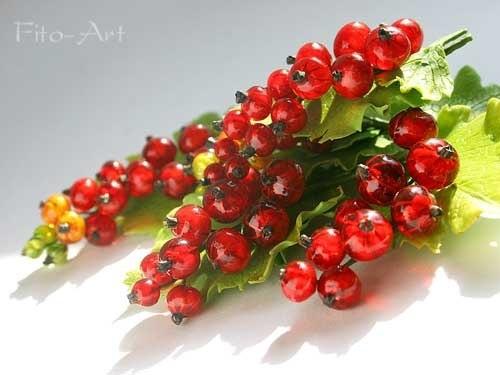 redcurrant bush by Ekaterina Zveshanskaya