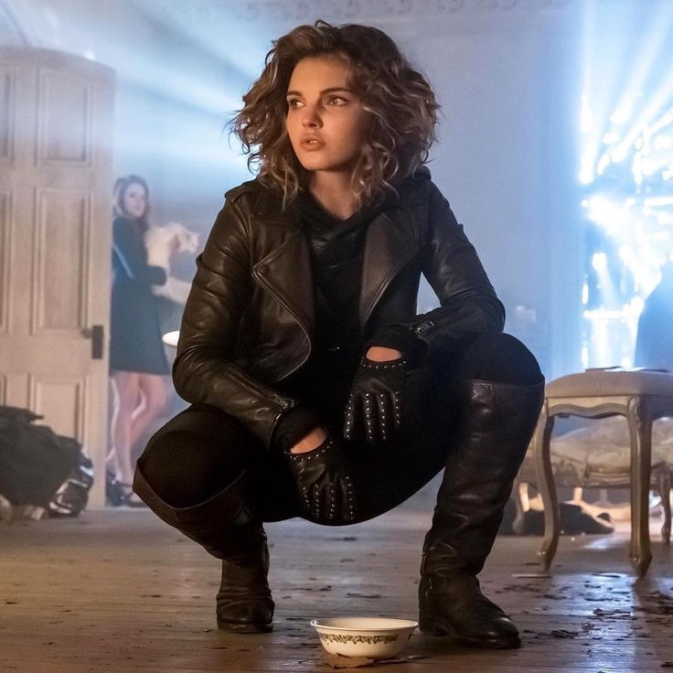 [[Fc Camren Bicondova]] hey guys I'm Selina I have a older brother we are the kids of its a super hero that didnt want us so anyway come say hi