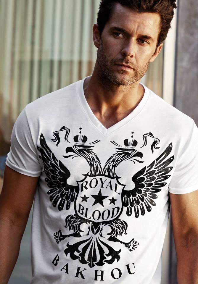 ART 3.153 Camiseta manga corta escote en V. Jersey algodón con estampa Águila dos cabezas y tachas C: blanco c/estampa negra blanco c/estampa gris plata negro c/estampa gris plata negro c/estampa dorada T: S-M-L-XL
