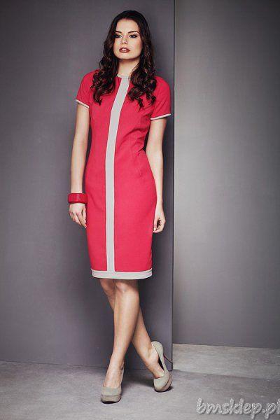 Piękna, bardzo elegancka sukienka w intensywnym kolorze. Przez środek modelu przechodzi jasny #pasek. Z tyłu zmysłowy rozporek. Zapinana na kryty #zamek. Dekolt okrągły. Sukienka idealnie podkreśla kobiece walory. Musisz ją mieć! Skład: 65% #bawelna, 35% elastan.... #Sukienki - http://bmsklep.pl/sukienki