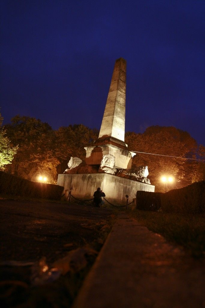 Obeliscul cu lei, Parcul Copou