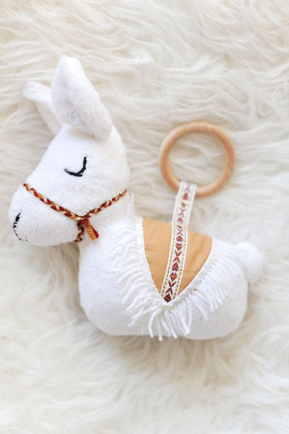 Handgefertigter, kuscheliger Baby Lama Greifring von BohoBabyHeaven auf Etsy
