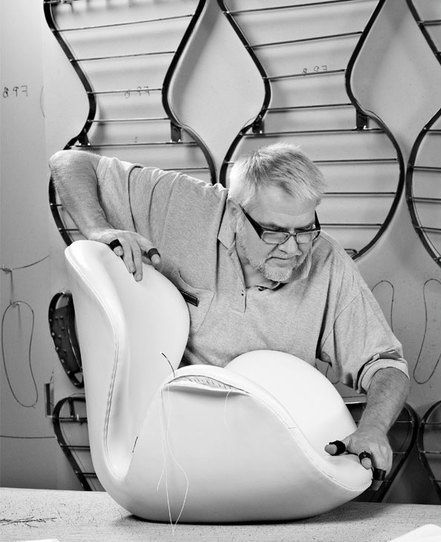 arne-jacobsen-swan-chair-fritz-hansen-manufacturing-process