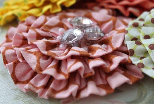 flowerRuffler Foot, Fabric Flowers, Fabrics Flower, Flower Tutorials, Flower Crafts, Sewing Machine, Sewing Tutorials, Summer Flower, Sewing Serendipity