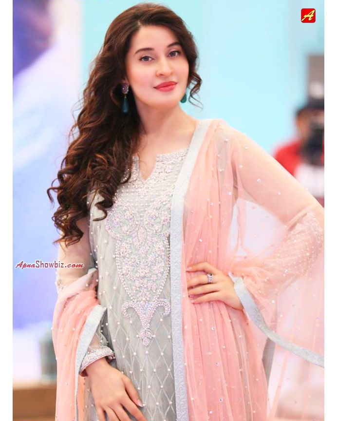 Beautiful click of Dr. Shaista Lodhi wearing a lovely dress by @SanaAbbas…