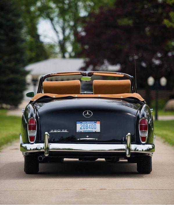 Classic and luxurious: Mercedes Benz #220SE / #BruceAdams190SL