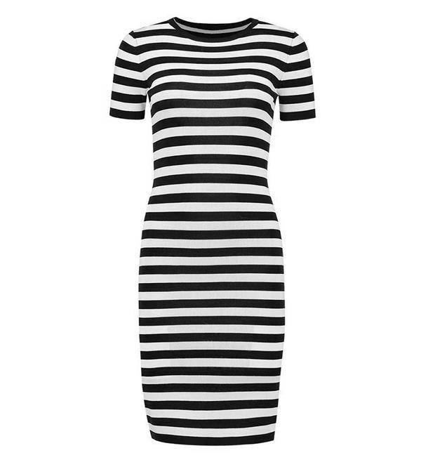 Nikkie Jolie Dress SS. De Jolie Dress is een fijngebreide jurk met veel stretch. Deze casual jurk is ook vrouwelijk en sexy, perfect voor een feestelijke of casual gelegenheid. Gestreepte jurk in de kleuren off white en zwart met korte mouwen en ronde hals.