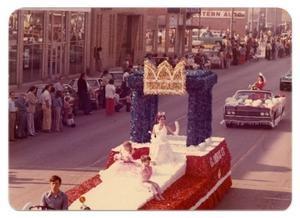 17 best images about parade float ideas on pinterest for Princess float ideas